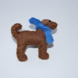Felt chocolate Labrador brooch