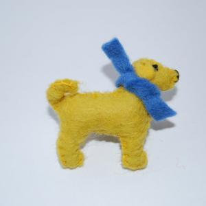Golden Labrador felt brooch